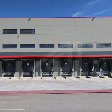 ¿Cómo elegir el equipamiento logístico que necesita el muelle de carga?