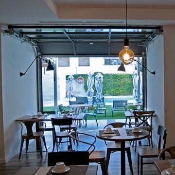 Portes sectionnelles vitrées pour terrasses