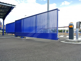 Doors and barriers for external accesses