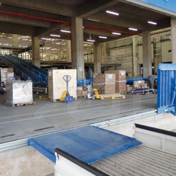 Movable fold up  loading bridge