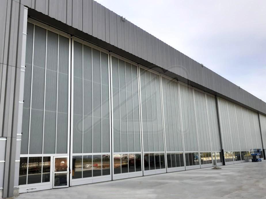 Puertas de hangar de grandes dimensiones