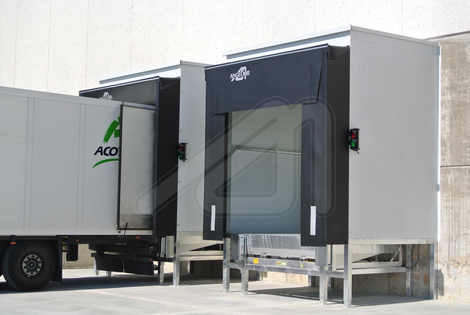 Foamy and flexible dock shelter ASS model